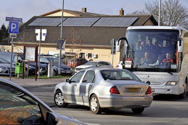 Busfahrer kritisieren neue Parkbucht am Heinrich-Ulmann-Platz
