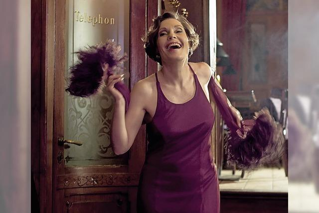 Latin-Diva Claudia Carbo sing