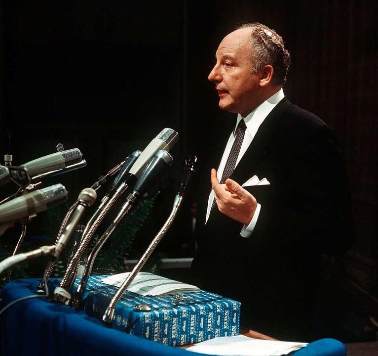 … während ihr neugewählter Parteichef    Walter Scheel war dagegen.  | Foto: Reiss
