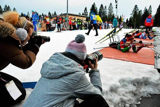 Fotografenschüler fotografieren Para-Weltcup-Sportler am Notschrei