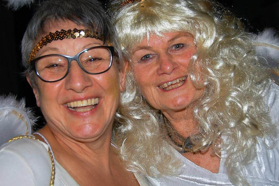 Zwei Engel aus dem Engelschor der Realschule. (Foto: Jutta Binner-Schwarz)