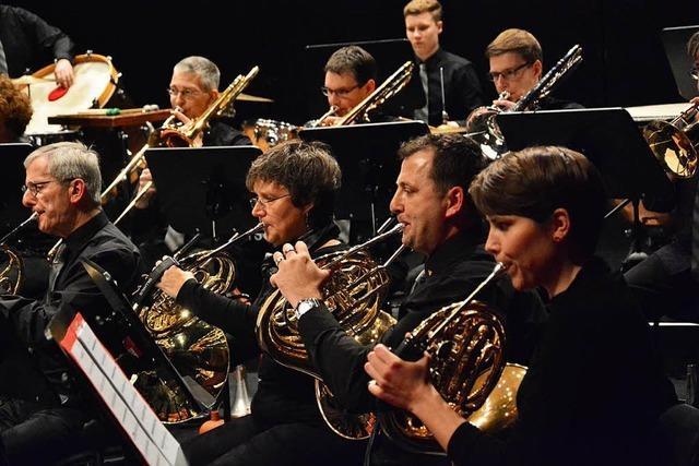 Stadtmusik swingt im Lörracher Burghof