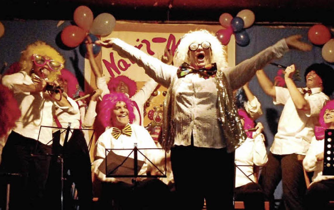 """Die Musikerinnen der """"Krabbelgrup...) ein mitreißendes Luftpumpen-Konzert.    Foto: Reiner Merz"""