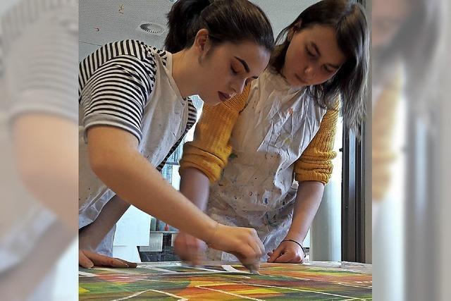 Schüler erschaffen Phantasietiere in Bern