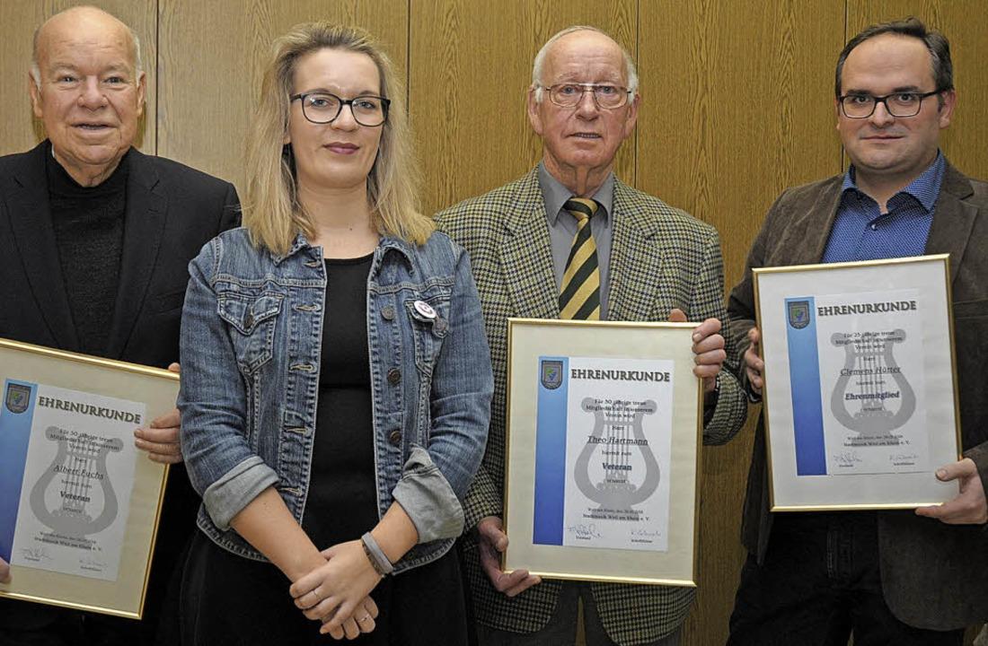 Die Vorsitzende der Stadtmusik Patrici...s Hütter für 25 Jahre Mitgliedschaft.   | Foto: Ounas-Kräusel