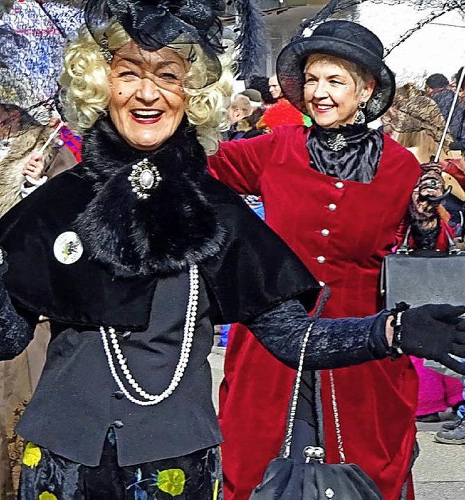 Bärbel Strecker (links) und Sabine Bec... diesem Jahr wieder im Damenelferrat.     Foto: Gerhard Lück