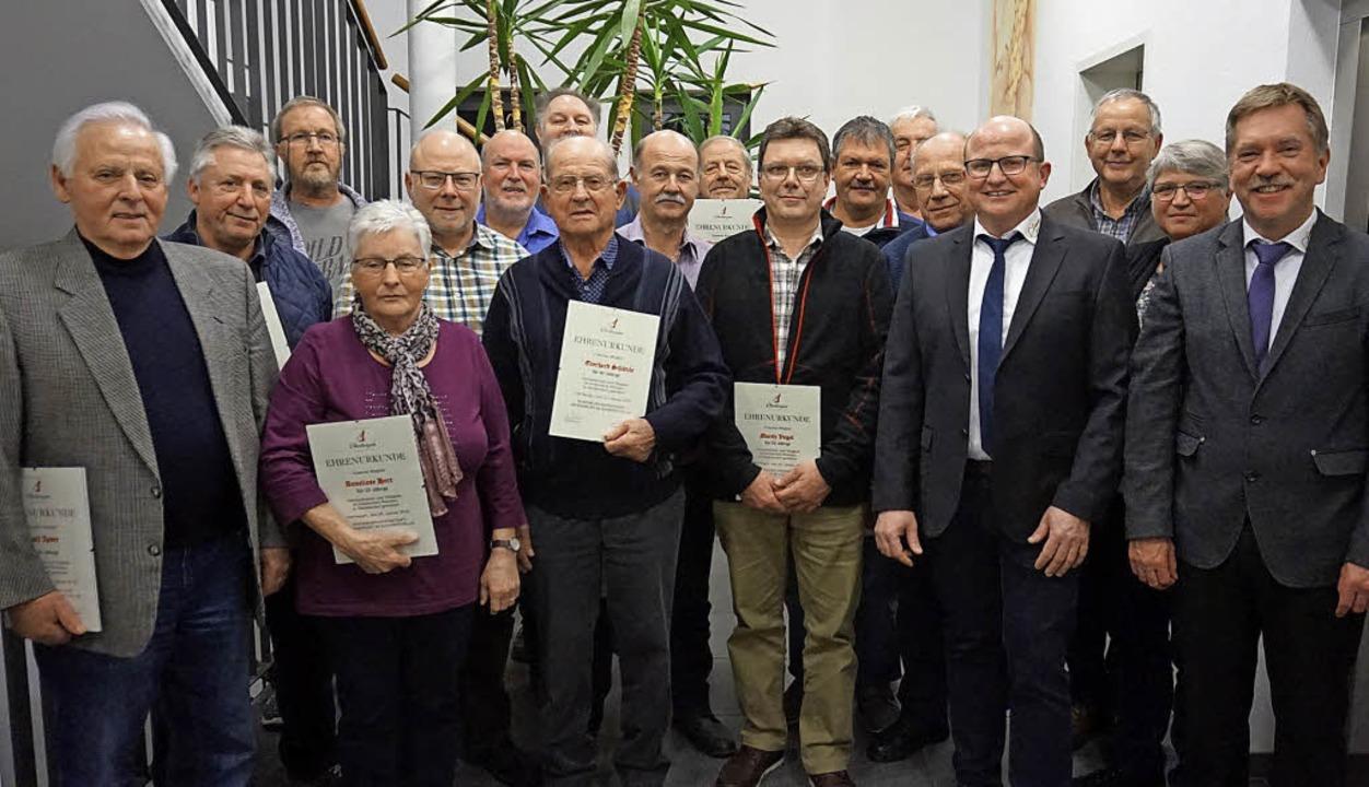 Die WG Oberbergen ehrte bei ihrer Jahr...ptversammlung langjährige Mitglieder.     Foto: Julius Steckmeister