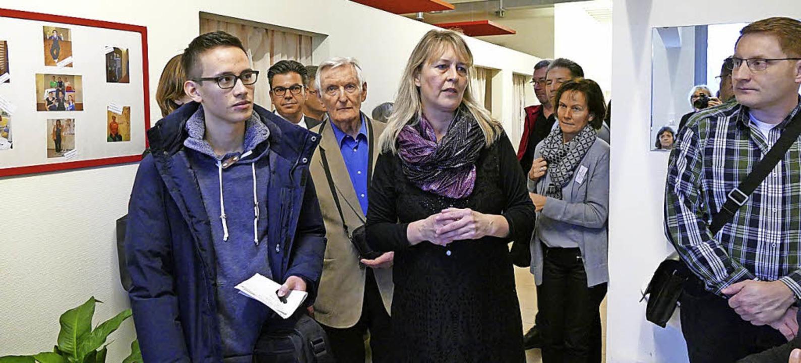 Die Leiterin der Eltern-Kind-Fachklini...n Plänen die Klinik 1969 erbaut wurde.  | Foto: Susanne Müller