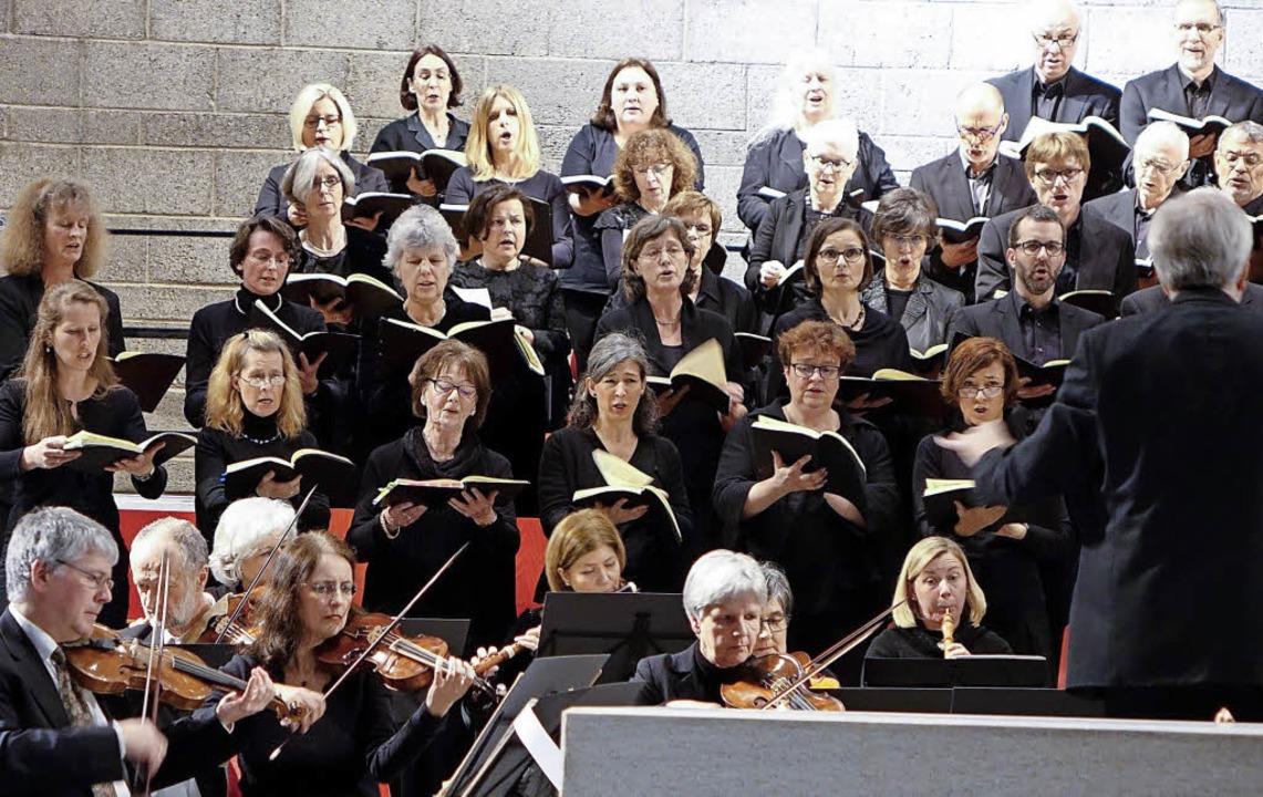 Der Motettenchor Lörrach und das Baroc...rpa festante in der  Kirche St. Peter     Foto: Roswitha Frey