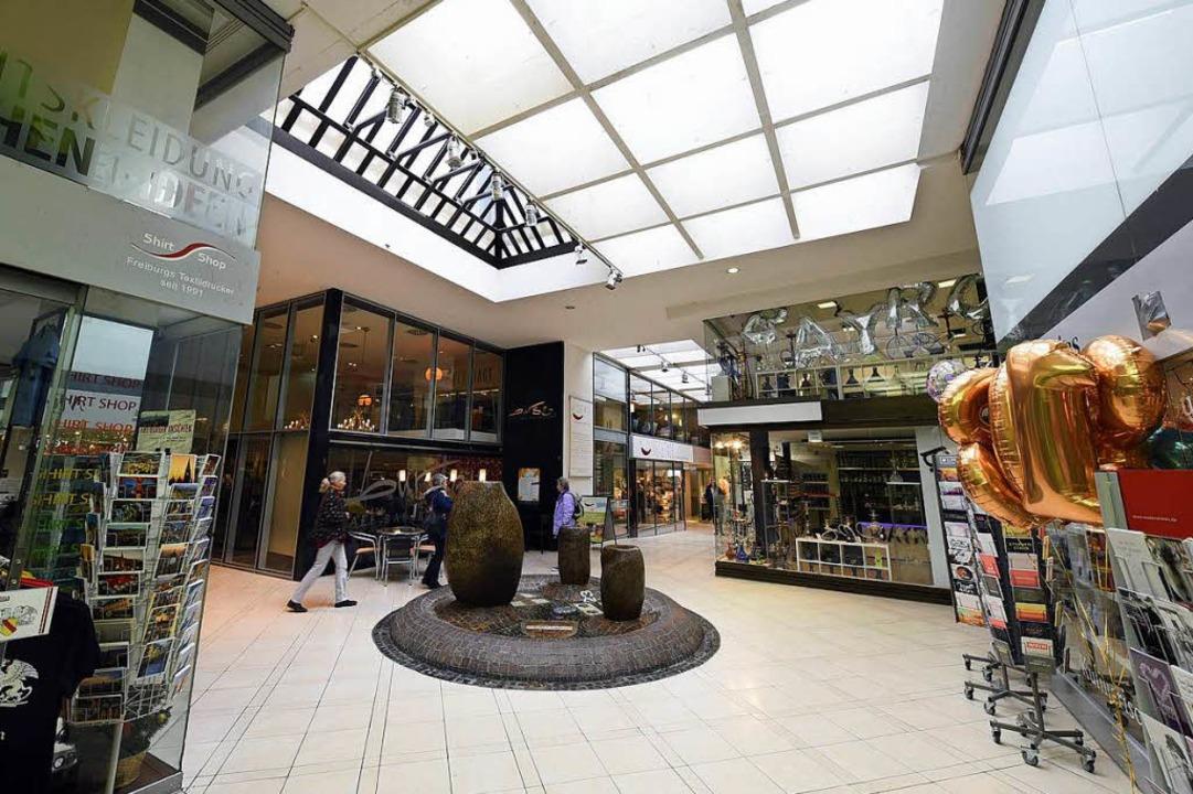 Etwa 15 Einzelhandels- und Gastrobetri...uss sich nun eine neue Bleibe suchen.     Foto: Thomas Kunz