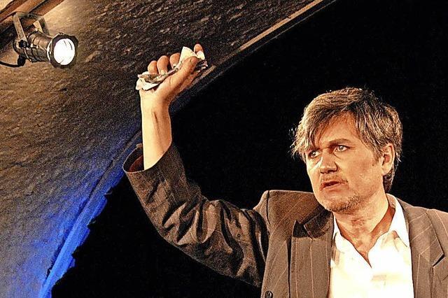 Volker Ranisch präsentiert Heinrich-Mann-Theateradaption in den Schwarzenbergsälen in Tiengen