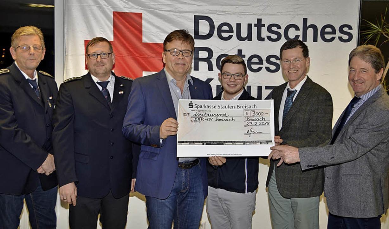 Eine Spende über 3000 Euro erhielt DRK...nd Breisach vom hiesigen  Lions Club.   | Foto: Hans-Jochen Voigt