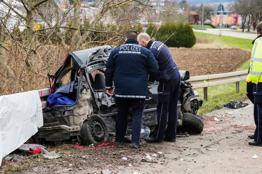 Die Fahrerin dieses Kleinwagens überlebte den Frontalzusammenstoß nicht.    Foto: Sandra Decoux-Kone