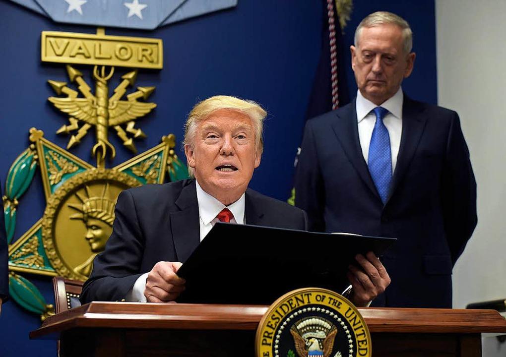 US-Präsident Trump und Verteidigungsminister James Matthis.    Foto: dpa
