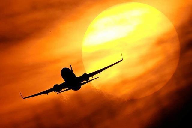 Klo defekt: Flugzeug mit 65 Klempnern an Bord muss umkehren