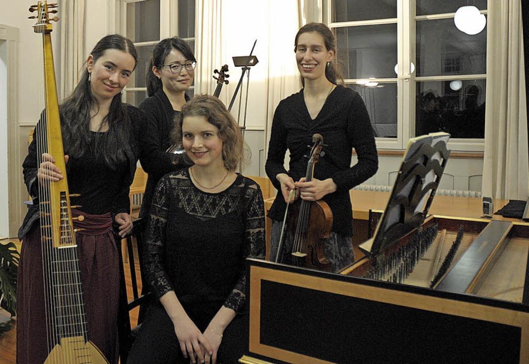 Beim ersten  Kammerkonzert des Jahres ... Chloé de Guillebon und Huda Knobloch.  | Foto: Ounas-Kräusel