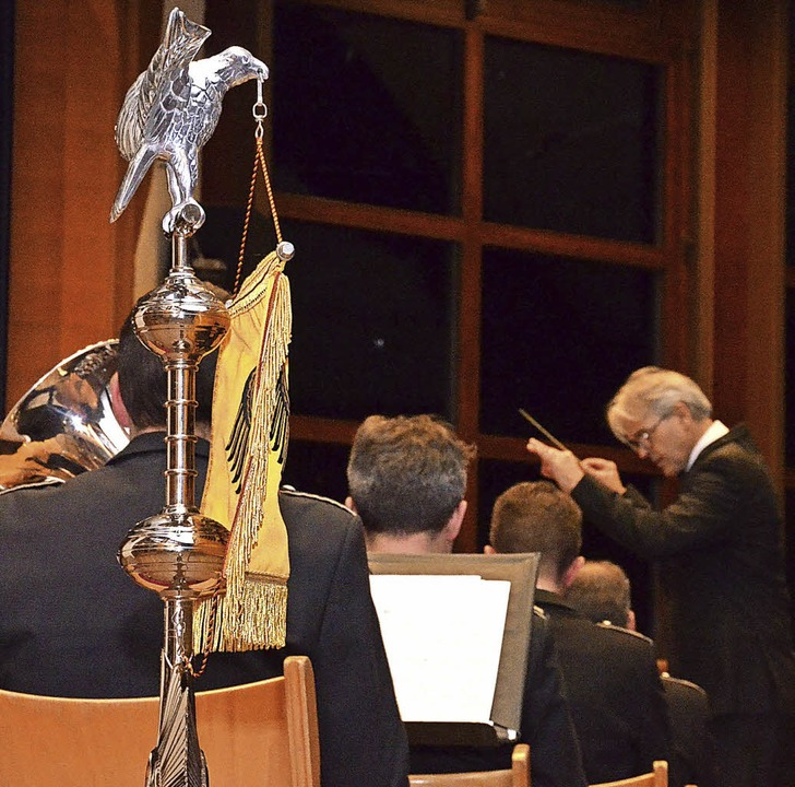 Dirigieren im Zeichen des Bundesadlers...iert seine Dirigierprüfung im Kurhaus.  | Foto: Gabriele Hennicke
