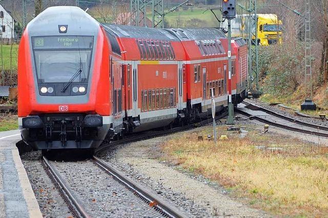 Unbekannte werfen mit Steinen auf die Höllentalbahn