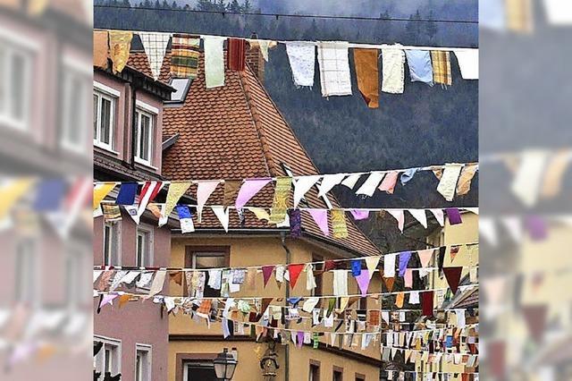 Waldkirch zeigt Fasnetsflagge