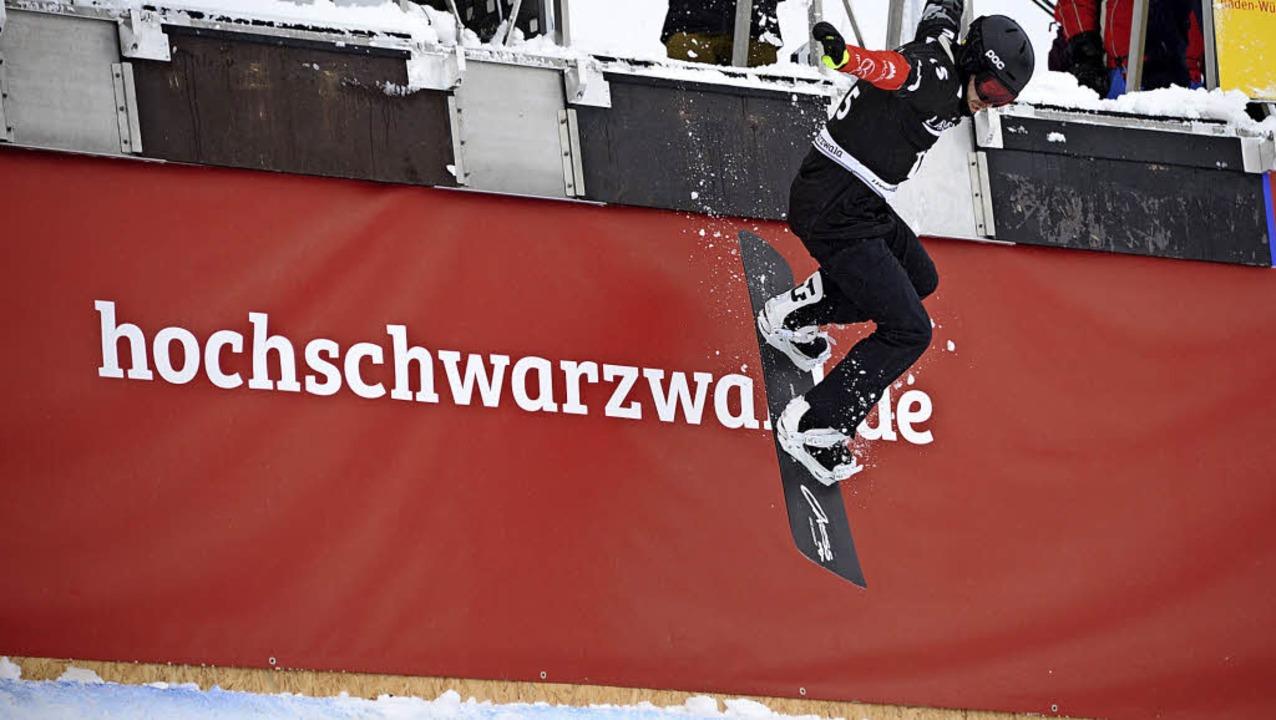 Abwärts: Die Snowboardcross-Weltcupren...beginnen mit einem  Sprung ins Leere.   | Foto: seeger