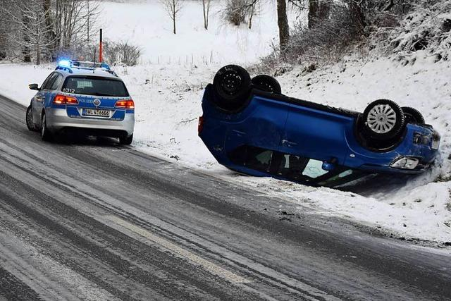 Glatte Fahrbahnen führen zu Unfällen