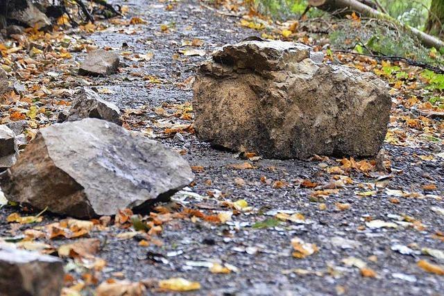 Die Landesstraße 131 ist wegen Felssturzgefahr gesperrt