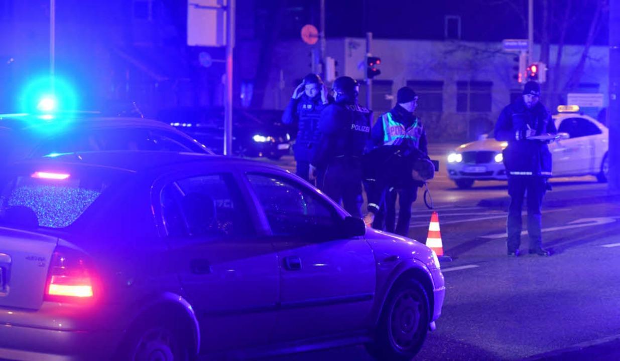 Auch in Freiburg kontrollierte die Polizei am Donnerstagabend Fahrzeuge.  | Foto: Patrick Seeger