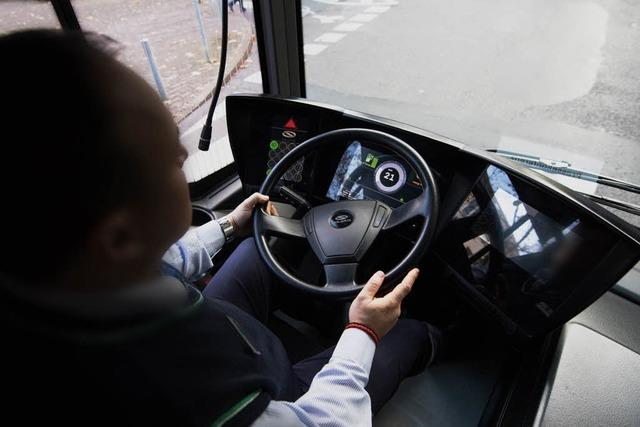 Schlaganfall am Steuer – Busfahrer fährt noch 15 Kilometer weit