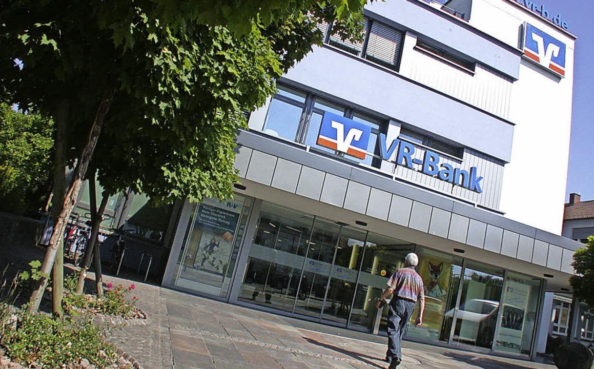 Die VR-Bank Schopfheim/Maulburg zog Ja... ist mit dem Ergebnis sehr zufrieden.   | Foto: archivfoto: André Hönig