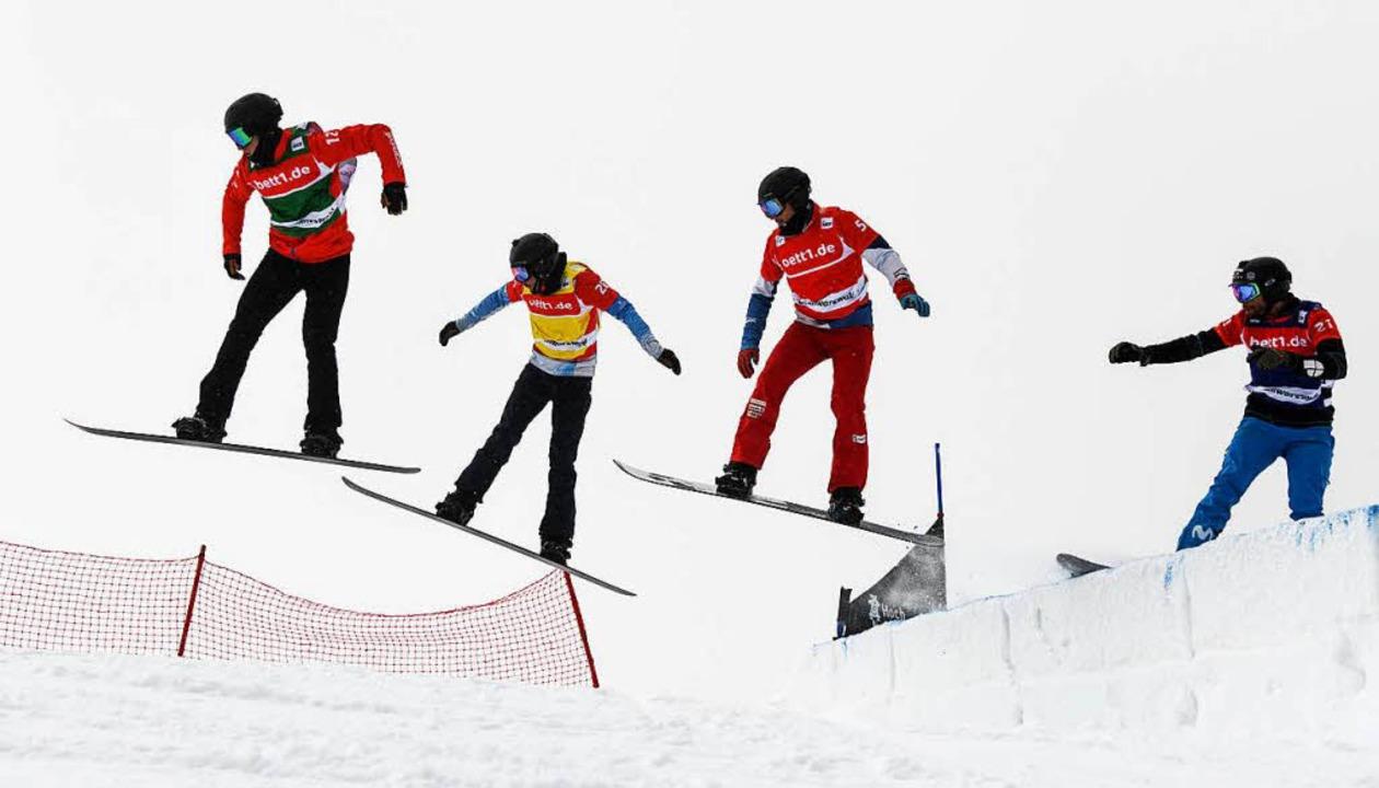 Snowboardcross Weltcup auf dem Feldberg  | Foto: dpa