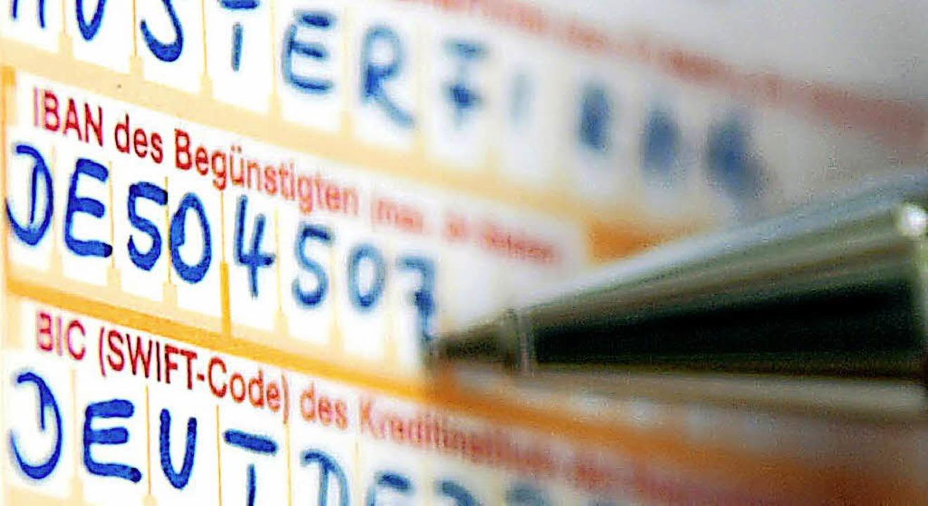 Für die Kunden der Volksbank Müllheim ...rch die Fusion die IBAN ihres Kontos.   | Foto:  dpa
