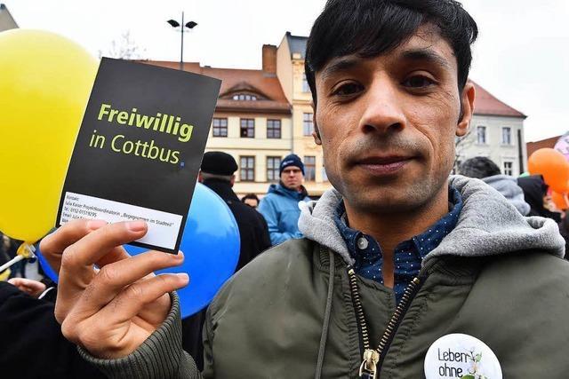 Proteste nach Gewalt zwischen Flüchtlingen und Einheimischen