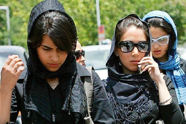Immer mehr Iraner sind gegen Kopftuchzwang für Frauen