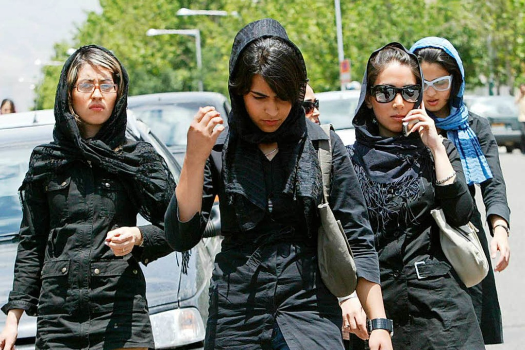 Studentinnen in Teheran    Foto: BEHROUZ MEHRI