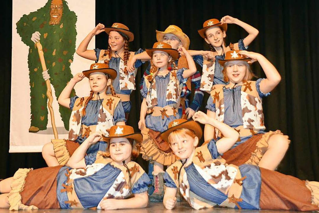 Die NZO-Kids tanzten als Cowgirls und Cowboys.    Foto: Jörg Schimanski