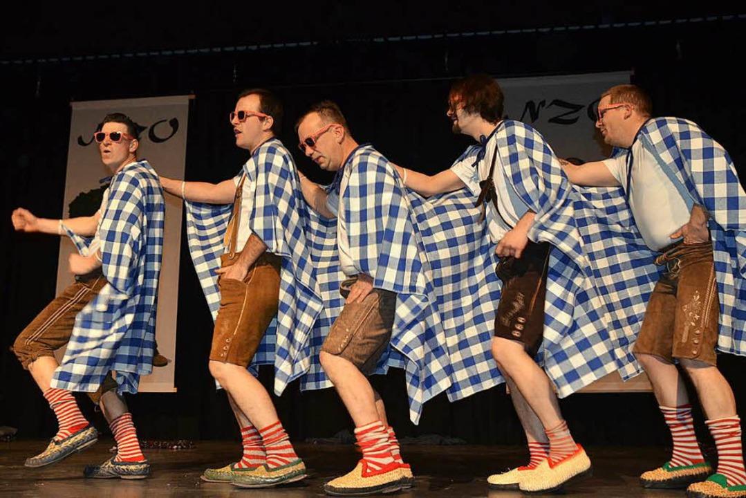Nach mehreren Jahren Pause gab es sehr...es Publikums wieder ein Männerballett.    Foto: Jörg Schimanski