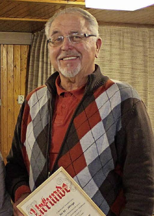 Seit 50 Jahren frönt Günter Lüber dem ...e er bei der Chorgemeinschaft geehrt.   | Foto: Pfeifer