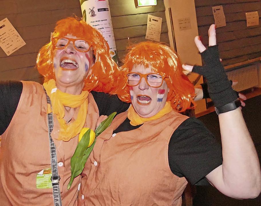 Oranje und gute Laune waren die bestim... dem sogar Windmühlen den Weg fanden.   | Foto: Jörn Kerckhoff