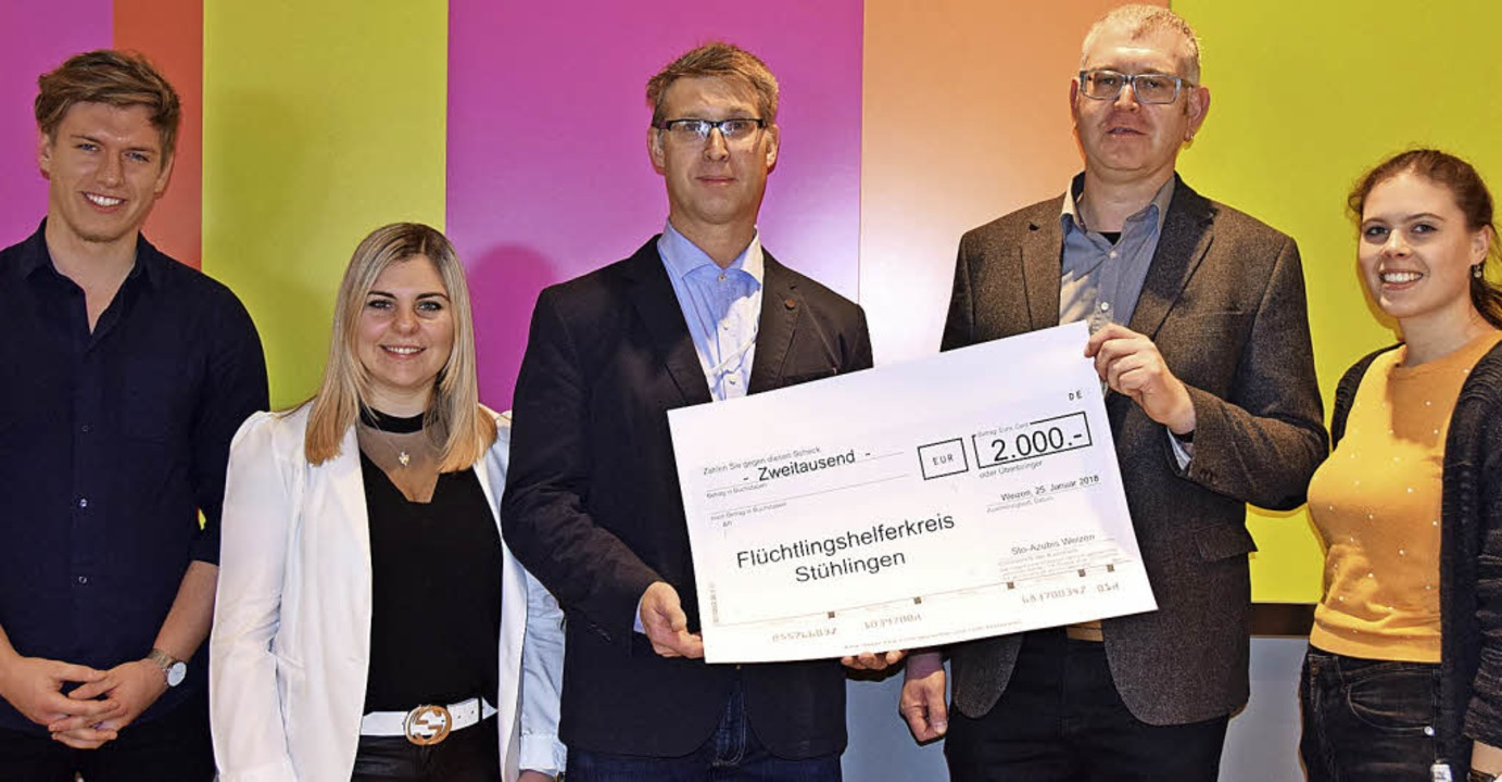 Bürgermeister Joachim Burger (Dritter ...r und Jana Schnitzer (v.li.) entgegen.    Foto: Sto SE & Co. KGaA