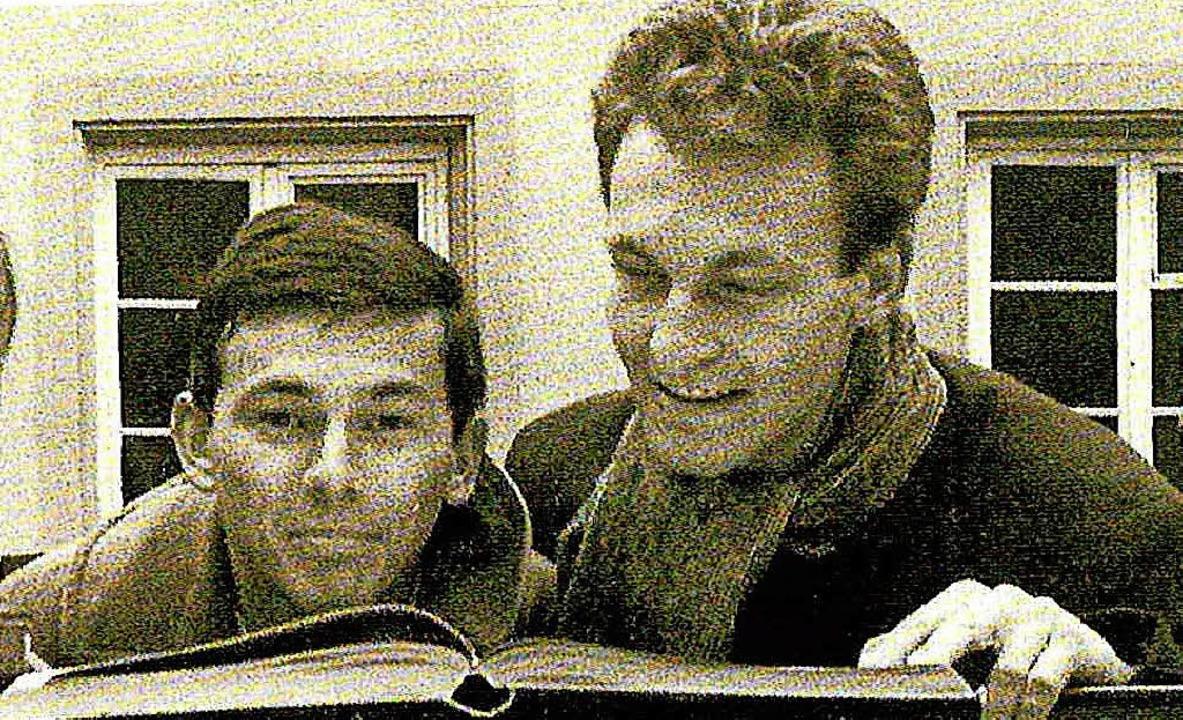 Peter Kammerer (rechts) mit Hubert Burda in den frühen 1960er Jahren in München     Foto: Poeten, Maler, Petticoats
