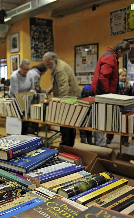 Trägt wie das Frauenhauslädele zur Fin...m KiK veranstaltete Bücherflohmarkt.    | Foto: hsl