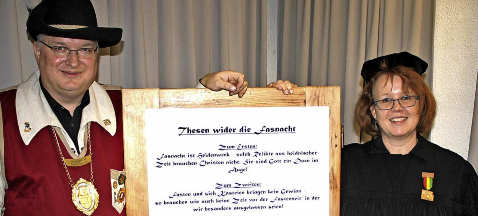 Fünf Thesen zur Fasnacht brachte Susan... können. Jörg Rosskopf widerlegte sie.    Foto: Rolf Reißmann