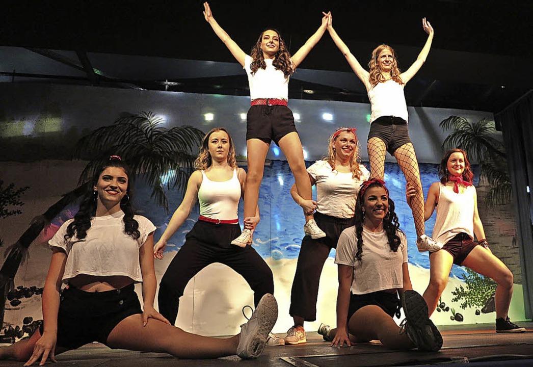Sportlich in Bestform und eine Augenweide dazu: die Teenie-Tanzgruppe    Foto: Dorothee Philipp