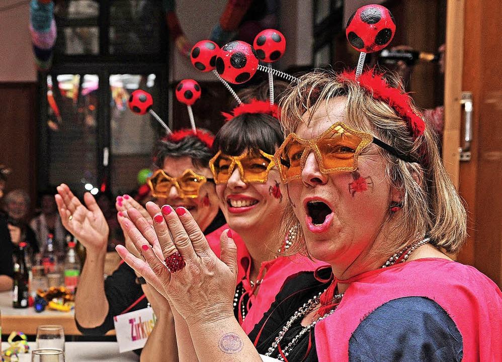 Marienkäfer mit Blick durch die rosarote Brille  | Foto: Bettina Schaller