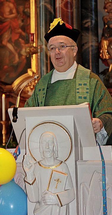 Dekan Peter Berg hatte zum Narrengottesdienst am Sonntagmorgen geladen.   | Foto: Gerd Leutenecker