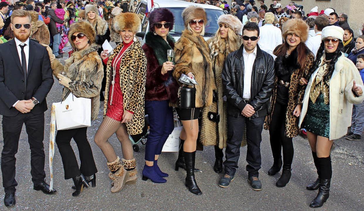 Zwulcher Emanzen als reiche Russinnen ...guards (oben), Zartener Schlangenzunft    Foto: Mario Schöneberg