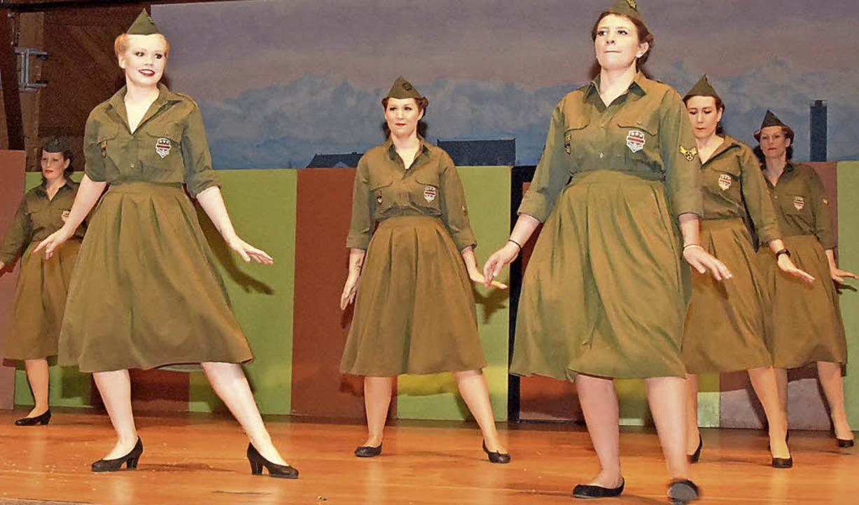 An amerikanische Tanzshows erinnerte e...der 50er Jahre durch die Narrenfrauen.    Foto: Stefan Pichler