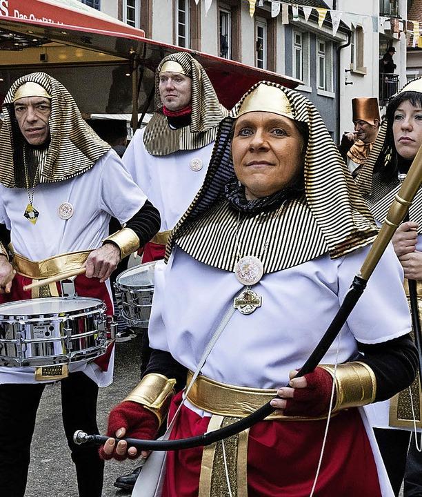 Stadtmusiker als Cleopatra mit Gefolge    Foto: Gabriele Zahn