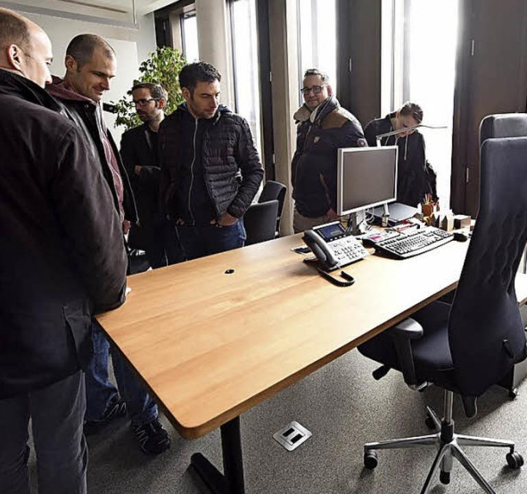 Sehr aufgeräumt zeigte sich der Baubürgermeister-Schreibtisch.    Foto: Rita Eggstein