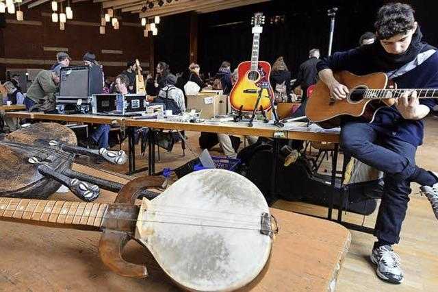 """Im """"Haus der Jugend"""" waren wieder Instrumente im Angebot"""